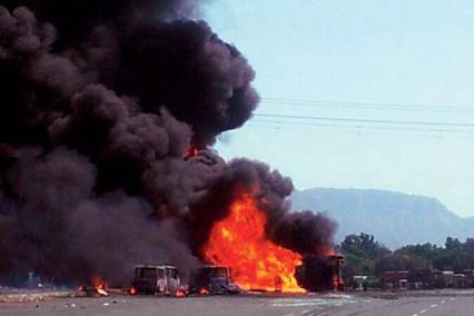 Trung Quốc: Nổ lớn trên đường cao tốc, 38 người chết - Ảnh 1
