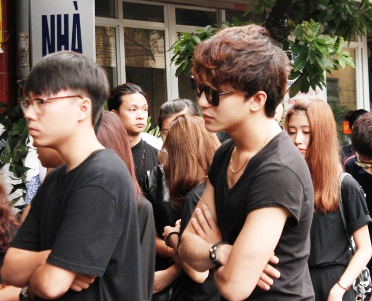 Chùm ảnh: Giới Vlog nhòa lệ vào viếng đám tang Toàn Shinoda - Ảnh 7