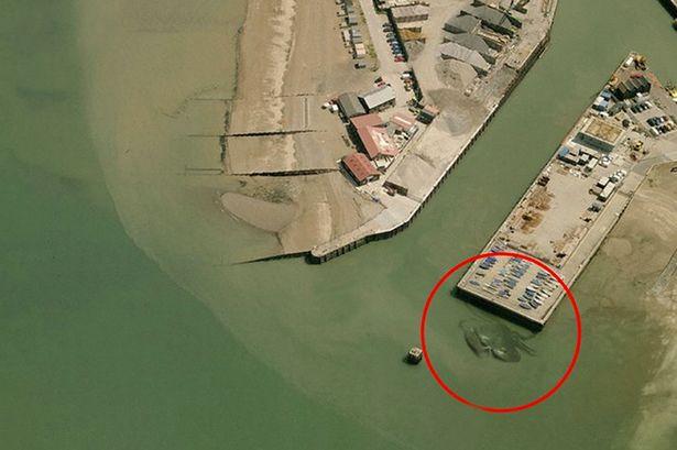Bí ẩn cua khổng lồ dài 15 mét xuất hiện ở Anh - Ảnh 1