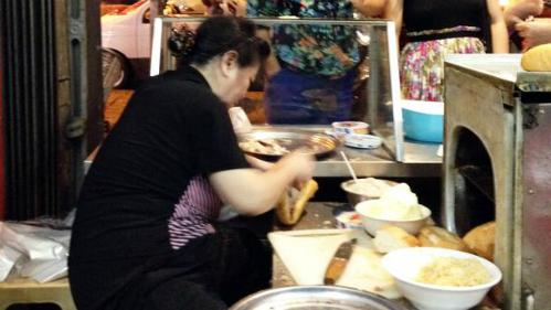 """Phóng viên BBC: """"Bánh mì Việt Nam ngon nhất trên đời"""" - Ảnh 2"""