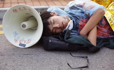 Cảnh sát Hong Kong bắt giữ hàng chục người biểu tình quá khích - Ảnh 2