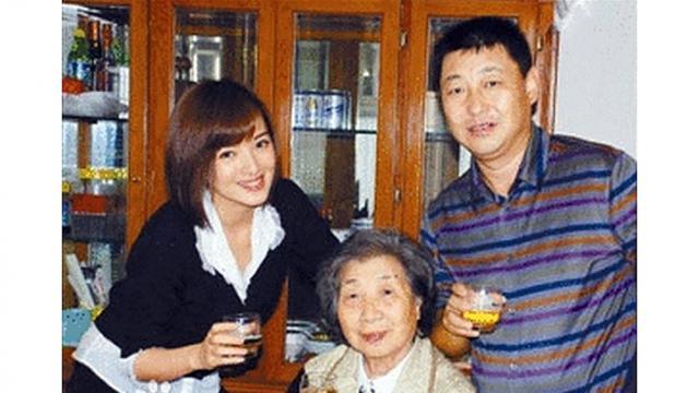 """Em trai ông Tập Cận Bình kết hôn với """"hoa khôi quân đội"""" - Ảnh 1"""