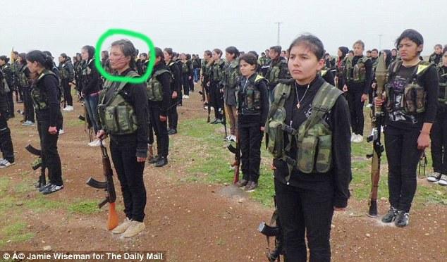Gặp gỡ nữ chiến binh 20 tuổi người Kurd chiến đấu bảo vệ Kobani - Ảnh 2