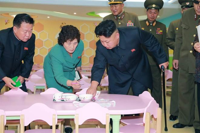 Nhà lãnh đạo Kim Jong-un thăm trại trẻ mồ côi ở Bình Nhưỡng - Ảnh 3