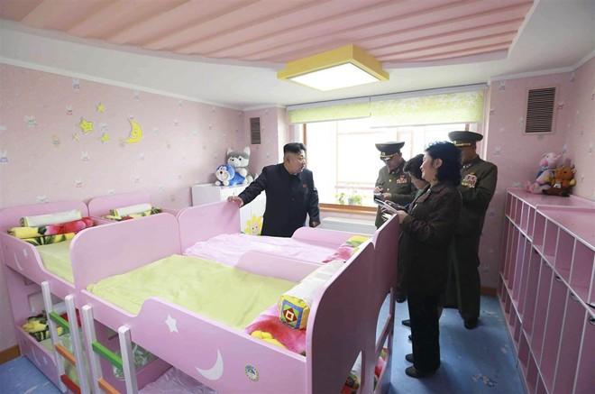 Nhà lãnh đạo Kim Jong-un thăm trại trẻ mồ côi ở Bình Nhưỡng - Ảnh 4