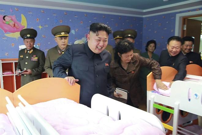 Nhà lãnh đạo Kim Jong-un thăm trại trẻ mồ côi ở Bình Nhưỡng - Ảnh 5