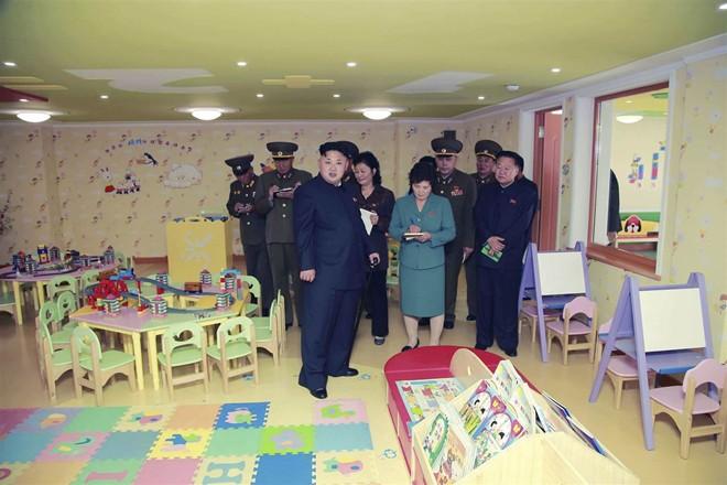 Nhà lãnh đạo Kim Jong-un thăm trại trẻ mồ côi ở Bình Nhưỡng - Ảnh 6