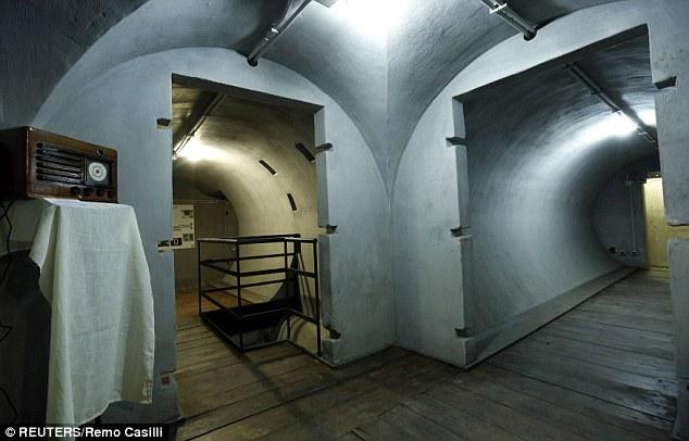 Khám phá căn hầm trú ẩn tuyệt mật của trùm phát xít Mussolini - Ảnh 2