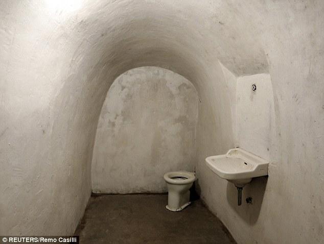 Khám phá căn hầm trú ẩn tuyệt mật của trùm phát xít Mussolini - Ảnh 8