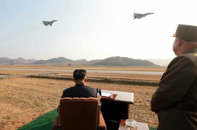 Nhà lãnh đạo Kim Jong-un trực tiếp vào buồng lái máy bay MiG-29   - Ảnh 3