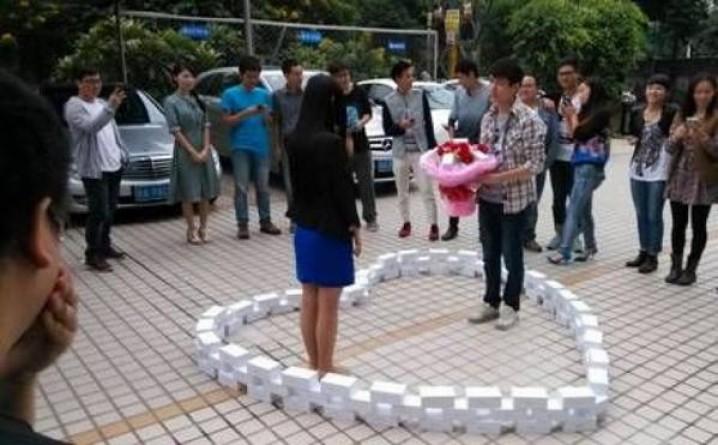 Cầu hôn bạn gái bằng 99 chiếc iPhone 6 nhưng vẫn bị từ chối - Ảnh 1