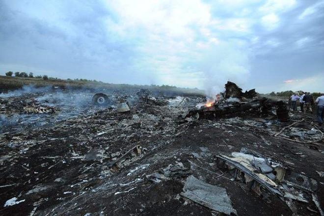 Phát hiện thêm hài cốt nạn nhân tại hiện trường thảm kịch MH17 - Ảnh 1