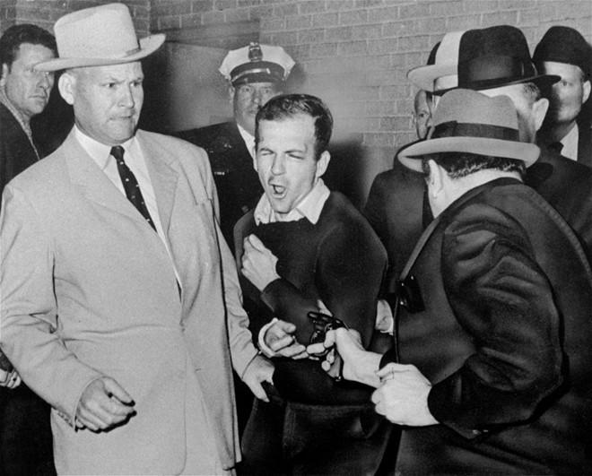 Chùm ảnh: Toàn cảnh vụ ám sát Tổng thống Kennedy - Ảnh 9