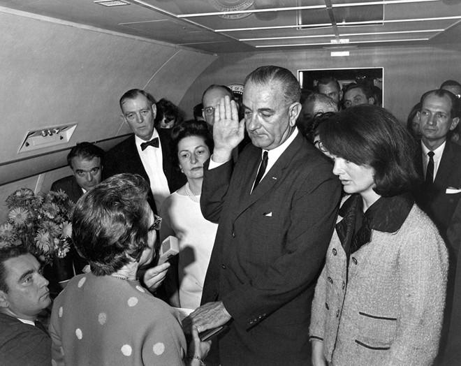 Chùm ảnh: Toàn cảnh vụ ám sát Tổng thống Kennedy - Ảnh 6
