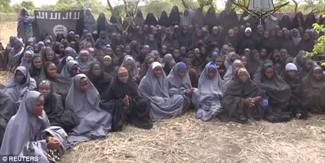 """Hơn 200 nữ sinh bị Boko Haram bắt cóc đã được """"gả chồng"""" - Ảnh 1"""