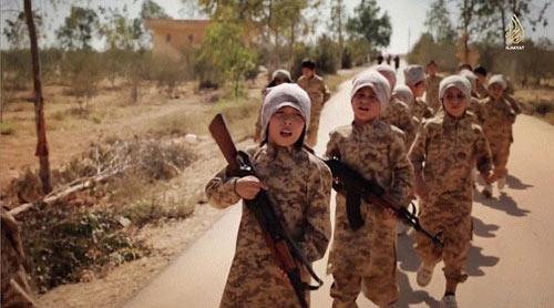 Hãi hùng cảnh IS huấn luyện chiến binh trẻ em - Ảnh 1
