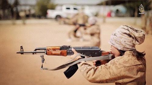 Hãi hùng cảnh IS huấn luyện chiến binh trẻ em - Ảnh 2