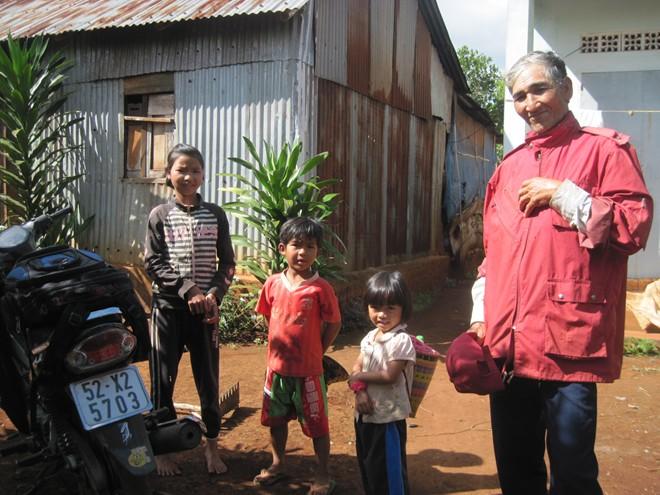 Gia Lai: Ngôi làng kỳ lạ đặt tên con là Messi, Yang Dong Gun - Ảnh 2