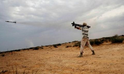IS bắn hạ trực thăng quân sự của Iraq, 2 phi công thiệt mạng - Ảnh 1