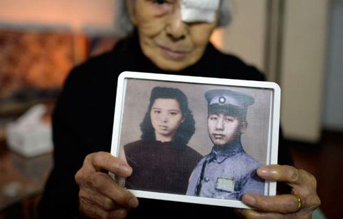 """Cảm động cụ bà 93 tuổi """"gặp lại"""" chồng sau 77 năm chờ đợi - Ảnh 1"""
