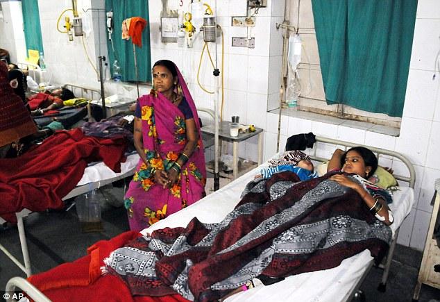 Bác sĩ triệt sản phụ nữ bằng... bơm xe đạp ở Ấn Độ - Ảnh 2