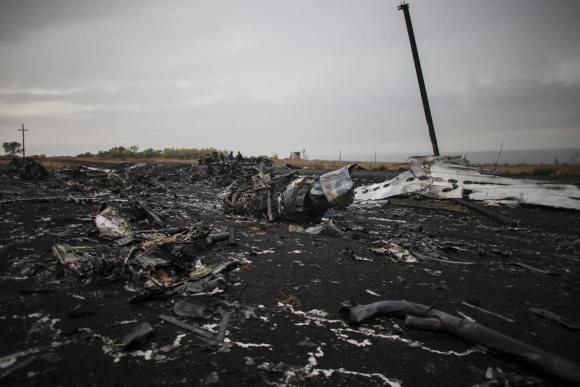 """Phát hiện """"kim loại lạ"""" trong thi thể nạn nhân MH17 - Ảnh 1"""