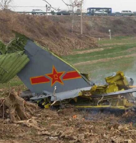 Trung Quốc: Rơi máy bay quân sự JH-7, 3 người thương vong - Ảnh 1