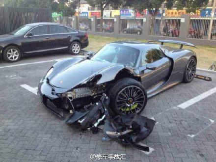 Lái siêu xe Porsche 918 Spyder 50 tỷ đồng đi mượn đâm vào gốc cây - Ảnh 2