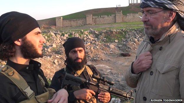 """Nhà văn phương Tây kể lại hành trình vào """"vương quốc Hồi giáo"""" của IS - Ảnh 1"""