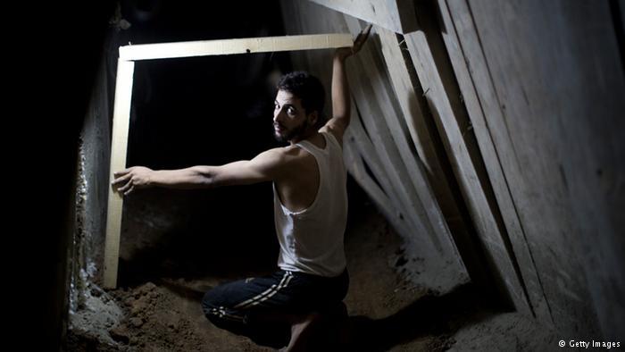 Khám phá bên trong đường hầm bí mật của Hamas ở Gaza - Ảnh 2