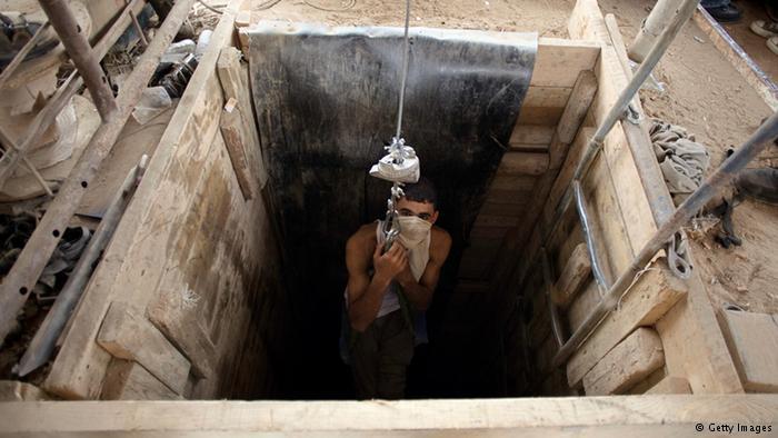 Khám phá bên trong đường hầm bí mật của Hamas ở Gaza - Ảnh 3