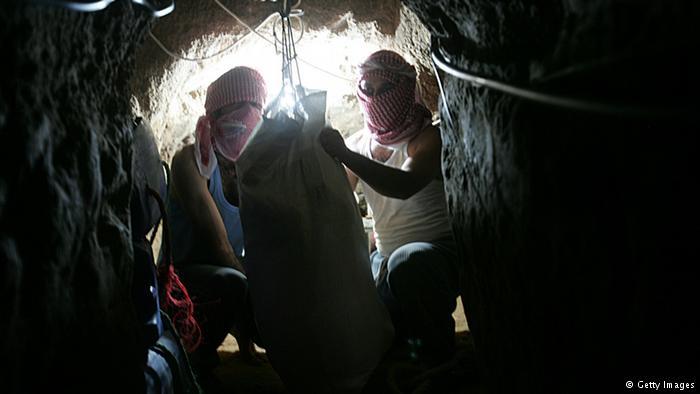 Khám phá bên trong đường hầm bí mật của Hamas ở Gaza - Ảnh 5