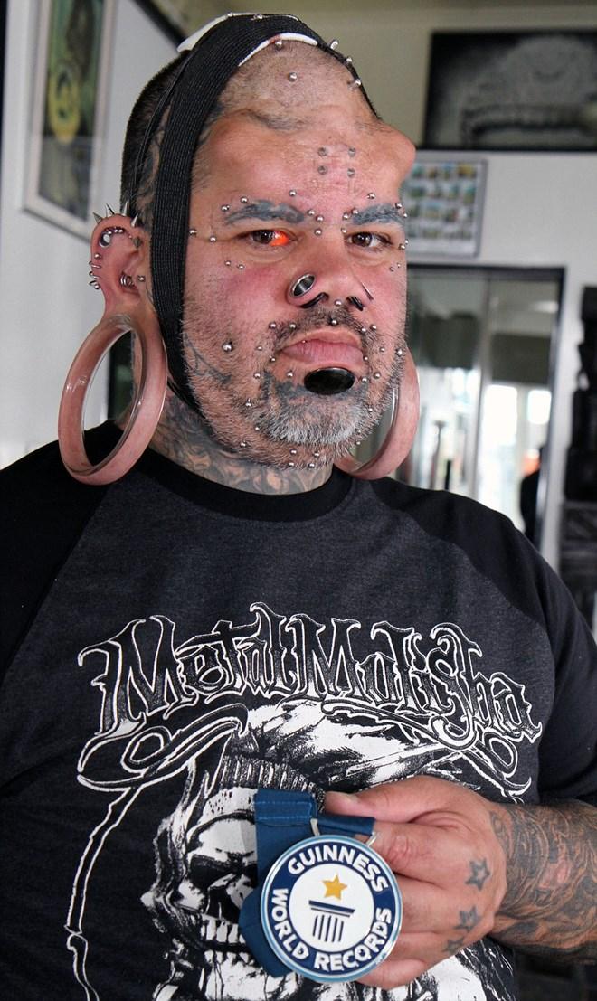 Người đàn ông có dái tai kỳ lạ, lớn nhất thế giới - Ảnh 1