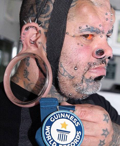 Người đàn ông có dái tai kỳ lạ, lớn nhất thế giới - Ảnh 2