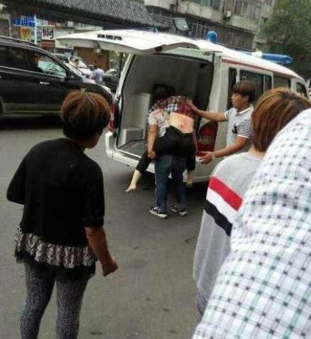 Lại tấn công bằng dao ở Trung Quốc, 14 người thương vong - Ảnh 1