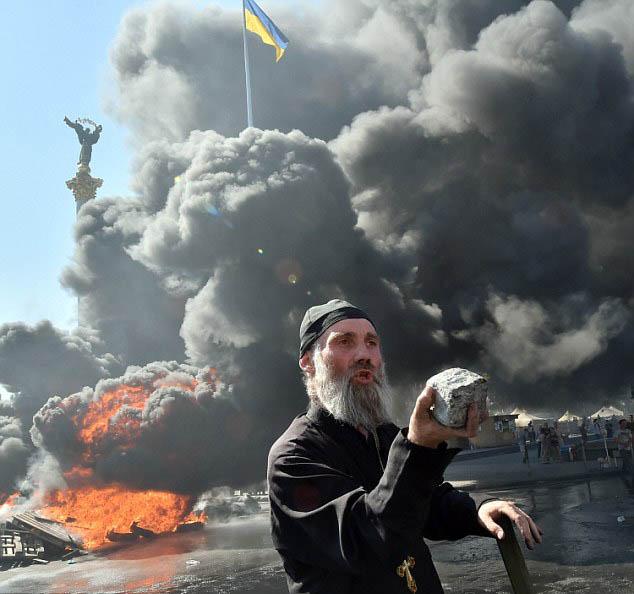 Chùm ảnh: Bạo lực bùng phát trở lại ở thủ đô Kiev - Ảnh 5