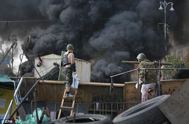 Chùm ảnh: Bạo lực bùng phát trở lại ở thủ đô Kiev - Ảnh 7