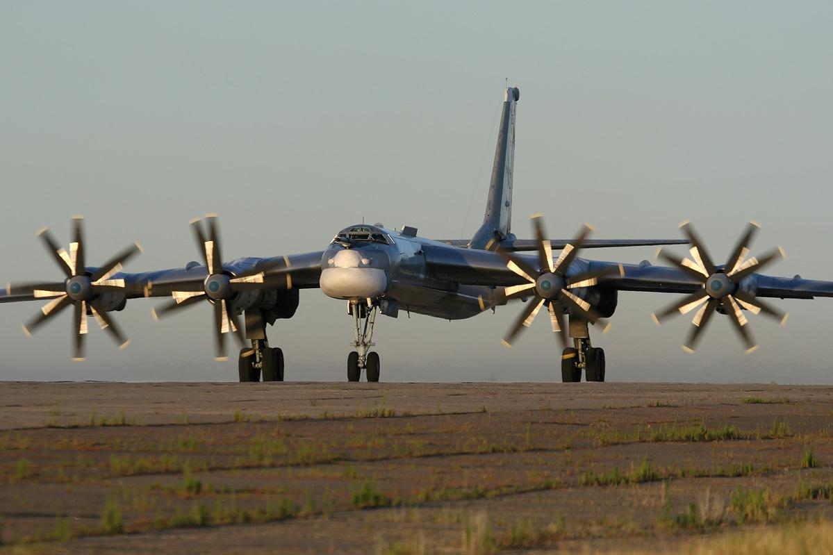 """Máy bay ném bom hạt nhân Nga """"lượn lờ"""" gần không phận Mỹ   - Ảnh 1"""