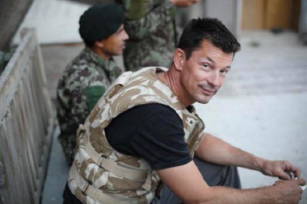 Nhà báo Anh xuất hiện trong video mới của phiến quân IS - Ảnh 2