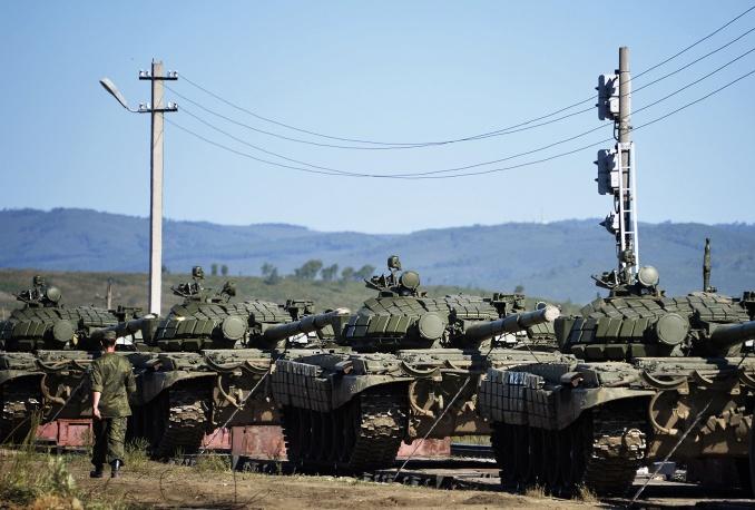 Nga phô diễn khí tài quân sự trong cuộc tập trận Vostok 2014   - Ảnh 1