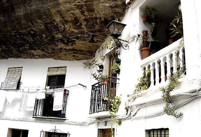 Chuyện lạ: Cả thị trấn sống dưới... tảng đá lớn qua hàng thế kỷ - Ảnh 6