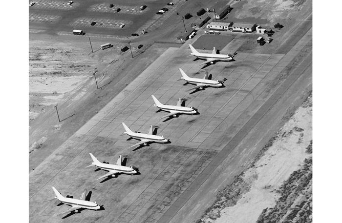 Bí ẩn Khu vực 51 tuyệt mật trên sa mạc của Không quân Mỹ - Ảnh 11