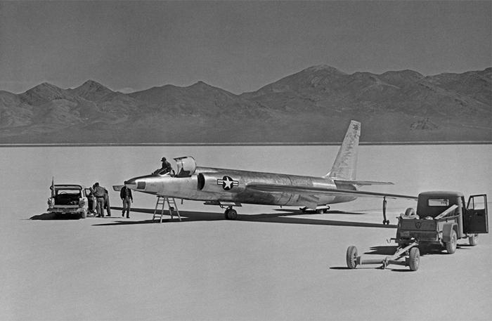 Bí ẩn Khu vực 51 tuyệt mật trên sa mạc của Không quân Mỹ - Ảnh 2