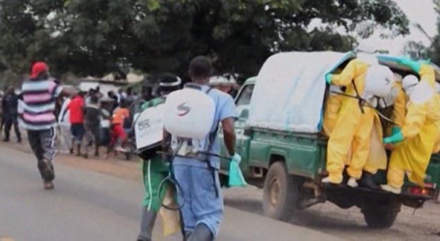Bệnh nhân Ebola bỏ trốn ra chợ... kiếm thức ăn gây hỗn loạn - Ảnh 7