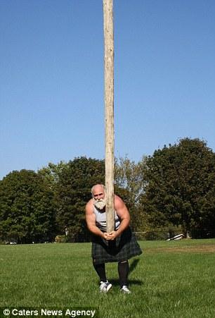 Linh mục khỏe nhất thế giới phá vỡ 19 kỷ lục Guinness   - Ảnh 4