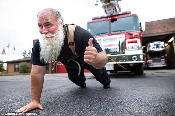 Linh mục khỏe nhất thế giới phá vỡ 19 kỷ lục Guinness   - Ảnh 5