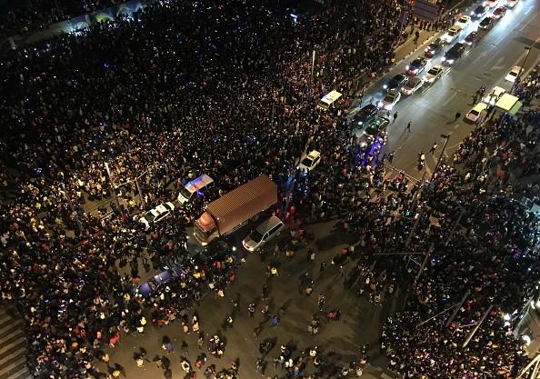 Hiện trường hỗn loạn vụ giẫm đạp kinh hoàng tại Thượng Hải - Ảnh 4