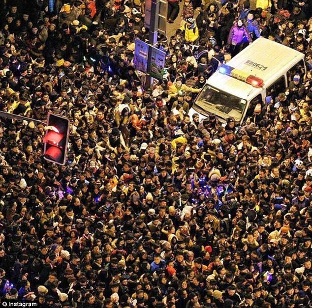 Hiện trường hỗn loạn vụ giẫm đạp kinh hoàng tại Thượng Hải - Ảnh 1