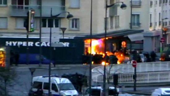 Pháp: Kết thúc hai vụ bắt cóc con tin, ba trong bốn nghi phạm bị tiêu diệt - Ảnh 2