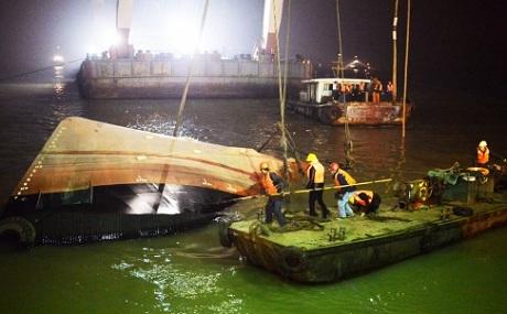 Nỗ lực tìm kiếm 22 nan nhân mất tích vụ đắm tàu trên sông Dương Tử - Ảnh 1